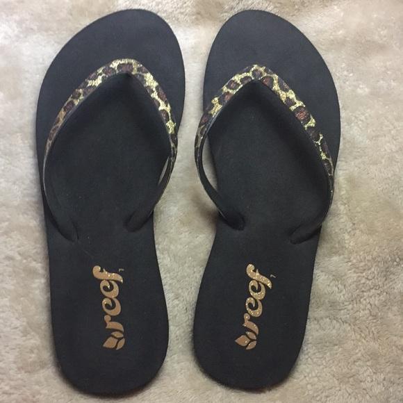 22ca51c8be631a Reef Cheetah print glitter flip flop sandals. M 5b109b68739d48968acea8ec